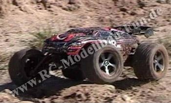 RC Truggy Traxxas E-Revo VXL Brushless 1/16 4WD RTR im Gelände