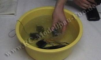 Test unter Wasser mit Video, ob alle Bauteile wasserdicht sind